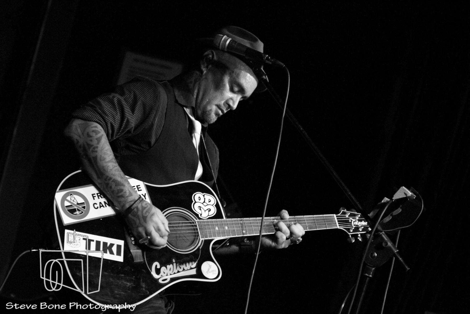 Tiki Taane - Acoustic Tour - Juice Bar - 18th April 2013