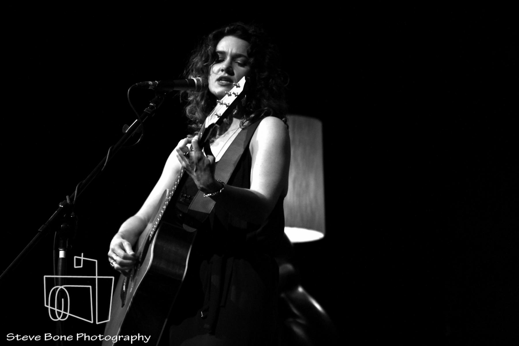Julia Deans - The Vic - Devonport - 25th May 2013