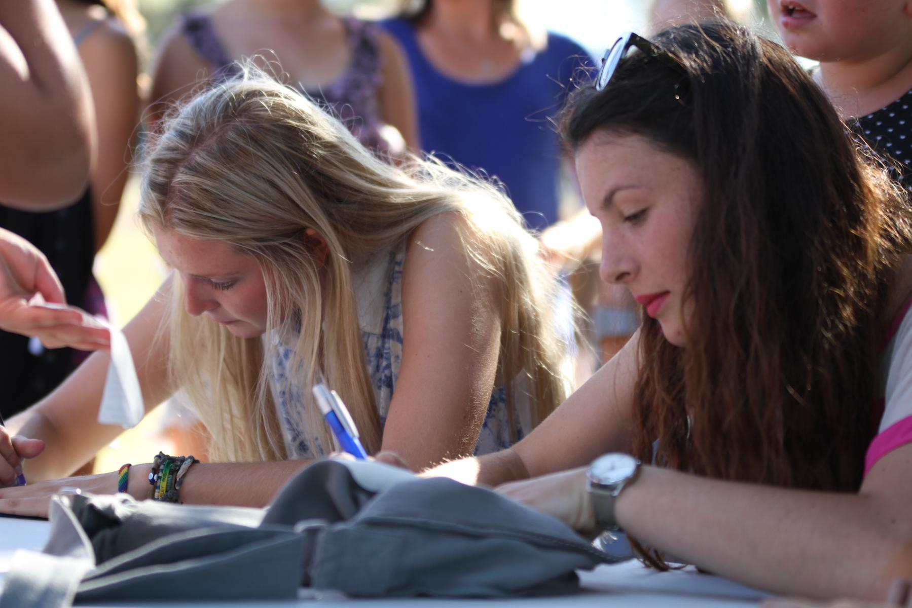 Jamie McDell and Georgia Lines - Signing Session - Music In Parks - Luckens Reserve - March '13