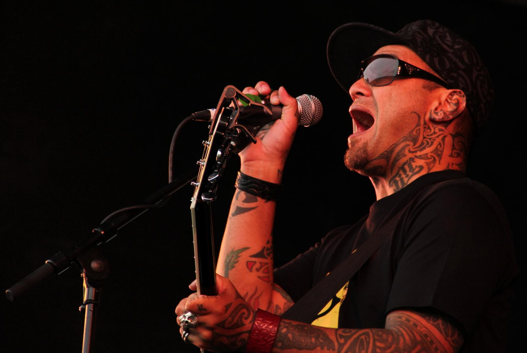 Tiki Taane - More FM Summer Vineyard Tour - Martinborough - Feb 2012